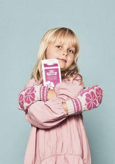 Dagens gratisoppskrift: Melkevotten til barn | Strikkeoppskrift.com Mitten Gloves, Mittens, Stockinette, Needles Sizes, Children, Kids, Stitch, Wool, Knitting