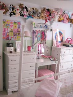 one day at a time: anna's room