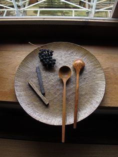 Inexpensive, elegant and versatile, pottery is a worthwhile addition to your home, and you should definitely consider getting some for your interior design project. Pottery is used to decorate diff… Wabi Sabi, Wooden Ladle, Carved Spoons, Wood Spoon, Tea Art, Wood Bowls, Wooden Kitchen, Wooden Crafts, Made Of Wood