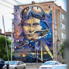 Mural by street artist Gooze. A pilot watches proudly over the streets. Murals Street Art, 3d Street Art, Street Art Graffiti, Street Artists, Outdoor Art, Blue Abstract, Public Art, Urban Art, Design Art