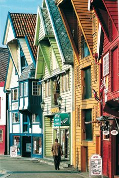 Every Colour of the Rainbow in Bergen, Norway. Shared by Edith Cruz Oslo, Stavanger, Trondheim, The Places Youll Go, Places To Go, Travel Around The World, Around The Worlds, Bósnia E Herzegovina, Lillehammer