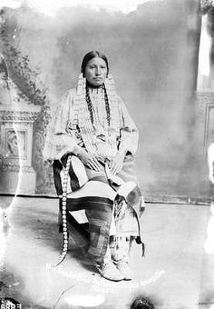 Thunder Bear, interpreter among the Sioux - Circa 1891 - Photographer unknown. Native American Wisdom, Native American Beauty, Native American Photos, Native American Tribes, Native American History, American Spirit, Chicano, Wyoming, Indian Pictures