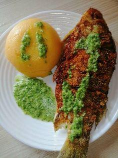 Pește prăjit cu mămăliguță și sos de usturoi verde Avocado Toast, Breakfast, Food, Morning Coffee, Essen, Meals, Yemek, Eten