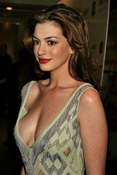 Stars Nues : Anne Hathaway - 72 photos - 10 vidéos - 9 news Curvy Celebrities, Hollywood Celebrities, Beautiful Celebrities, Beautiful Actresses, Gorgeous Women, Beautiful People, Celebs, Hollywood Actresses, Jordyn Jones