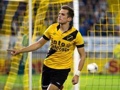 Mats Seuntjens juicht voor NAC Breda na de 1-0 tegen ADO Den Haag. - foto: roy lazet