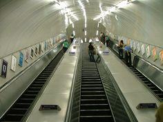 Resultados de la Búsqueda de imágenes de Google de http://4.bp.blogspot.com/__mXyHGfXCjI/TOpt2SV27DI/AAAAAAAABa8/Krdq63TZ-Ek/s1600/London_Underground_Escalator.jpg