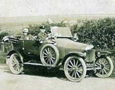 In 55 percent of the cars in the world were Model T Fords, a record that has never been beaten. Retro Cars, Vintage Cars, Antique Cars, Car Pictures, Car Pics, Ride 2, Henry Ford, Car Makes, Industrial Revolution
