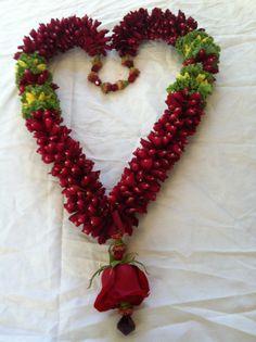 jaimala Flower Garland Wedding, Flower Garlands, Wedding Flowers, Wedding Garlands, Wedding Lehanga, Wedding Mandap, Indian Wedding Deco, Rangoli Ideas, Marriage Decoration