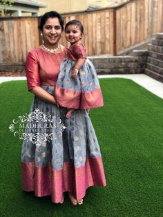 Girls Frock Design, Baby Dress Design, Baby Girl Dress Patterns, Kids Frocks Design, Mom Daughter Matching Dresses, Mom And Baby Dresses, Dresses Kids Girl, Mother Daughter Fashion, Mother Daughters