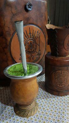 O verde amigo que aquece meu o peito! Yerba Mate Tea, Rio Grande Do Sul, Spanish Lessons, Piercings, Yerba Mate, Herbs, Beautiful Scenery, Pride, Charms