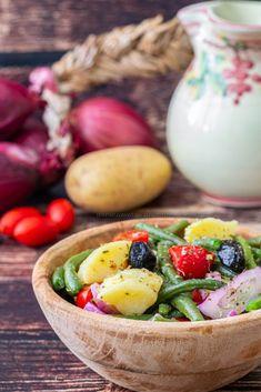 Insalata vastasa ricetta siciliana-Una siciliana in cucina Italian Recipes, New Recipes, Favorite Recipes, Healthy Recipes, Greek Salad Recipes, Cold Dishes, Friend Recipe, Weird Food, Salad Bowls