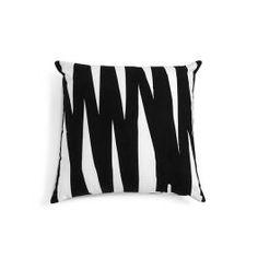 Com estampa digital, a almofada Belmonte Nordic, é moderna, descontraída e funciona muito bem para divertir a decoração de ambientes internos e externos cobertos.