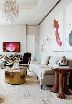 via Lonny Magazine. Doesn't it look rich and kind of funky in the same time? I think that the combination is great. It looks like each piece of furniture has a real history.