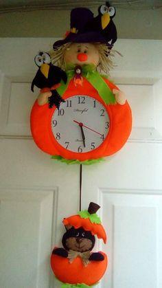 Imprimibles Halloween, Adornos Halloween, Halloween Deco Mesh, Clock, Christmas Ornaments, Veronica, Holiday Decor, Craft Ideas, Creativity