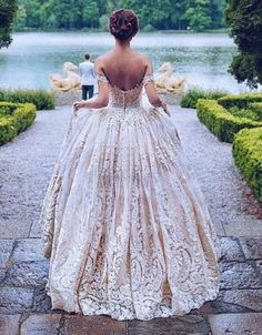 Lace has always deliver a special, romantic touch to wedding gowns. From knit lace to guipure lace, embroidered lace, and more, lace wedding gowns enchant the romantic bride and captivate the sophi… Perfect Wedding, Dream Wedding, Wedding Day, Wedding Summer, Wedding Music, Pretty Dresses, Beautiful Dresses, Gorgeous Dress, Amazing Dresses