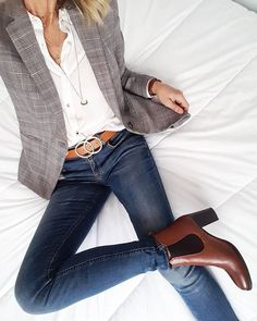 Business casual blazer jeans Blazer outfits with work fashion ideas Mode Outfits, Jean Outfits, Fall Outfits, Office Outfits, Summer Outfits, Winter Office Outfit, Casual Office Attire, Over 40 Outfits, White Shirt And Jeans