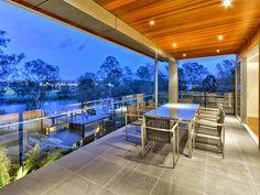 Casa de lujo en el Río Brisbane, Queensland, Australia. http://www.arquitexs.com/2015/01/casa-de-lujo-en-el-rio-brisbane.html