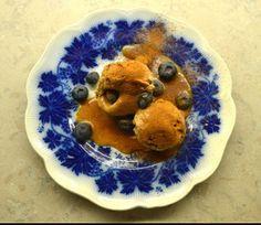 Kanelglass med kolasås och blåbär