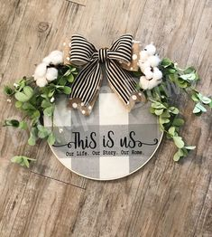 Cinderella Party: 60 decorating ideas and theme pictures - Home Fashion Trend Wood Wreath, Burlap Wreath, Christmas Crafts, Christmas Decorations, Christmas Ideas, Wood Crafts, Diy Crafts, Embroidery Hoop Crafts, Burlap Bows