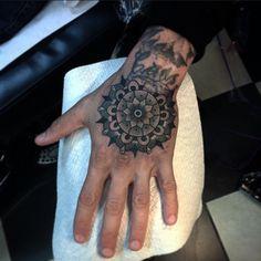 Flo Nuttall | FUCK YEAH HAND TATTOOS !!