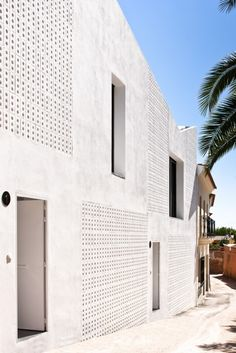 Sozialwohnungen in Badajoz_Gálvez & Algeciras architects Brick Architecture, Residential Architecture, Contemporary Architecture, Architecture Details, Interior Architecture, Habitat Collectif, Social Housing, Brick Patterns, Commercial Architecture
