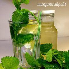 home-made Sirup: Zitronenmelissen Limo