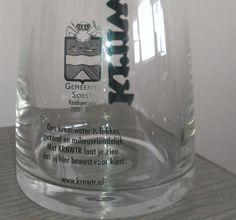 Cadeau voor de raadsleden van Soest. Een KRNWTR waterkan met het wapen van Soest.