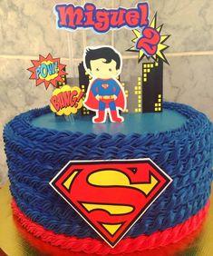 Vamos começar a chuva de bolos com essa decoração linda de cordinha  #lagoasanta #vespasiano  #pedroleopoldo #cakels #cakes #cakebh #bolos… Superman Birthday Party, 1st Boy Birthday, Bolo Super Man, Superman Cakes, Wonder Woman Birthday, Character Cakes, Joko, Diy Cake, Cakes For Boys