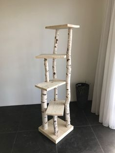 cramped tree trunk with scaffolding wood trunk .- beengter Baumstamm mit Gerüstholz cramped tree trunk with scaffolding wood trunk - Scaffolding Wood, Cat House Diy, Diy Cat Tree, Cool Cat Trees, Cat Towers, Wood Cat, Cat Playground, Cat Shelves, Pet Furniture