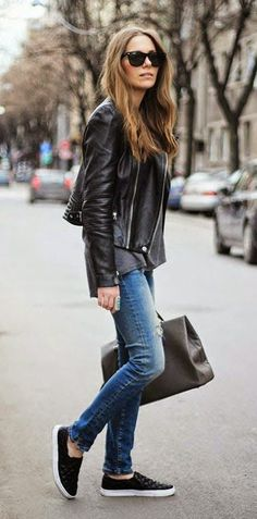 52 Ideas How To Wear Black Sneakers Street Style Outfit Leather Skinny Jeans, Black Leather Biker Jacket, Ripped Skinny Jeans, Leather Jackets, Jeans Und Sneakers, How To Wear Sneakers, Black Sneakers, Shoes Sneakers, Winter Outfits