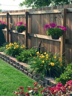A small garden space doesn't mean you can't have the garden you want. Here are our favorite ideas for small garden ideas, including small patio garden ideas, to help you maximize your space! Backyard Pool Landscaping, Backyard Fences, Front Yard Landscaping, Landscaping Ideas, Backyard Ideas, Patio Ideas, Fence Ideas, Backyard Designs, Diy Fence