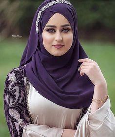 Beautiful Iranian Women, Beautiful Girl Indian, Beautiful Hijab, Iranian Beauty, Muslim Beauty, Arabian Beauty Women, Women Looking For Men, Arab Girls Hijab, Muslim Women Fashion