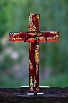 Gift of Life Glass Cross - Deep blood glass overlaid with Gold - The blood and the glory - Represents Jesus and what He has freely given each who receive Him. Crosses Decor, Wood Crosses, Fused Glass Jewelry, Fused Glass Art, Stain Glass Cross, Mosaic Crosses, Cross Art, Cross Crafts, Religious Cross