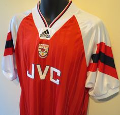 Welcome to Retro Footy Shirts Ltd, we are purveyors of premium retro football shirts, top quality original shiny Adidas shorts, classic American sports clothing and many other high end vintage sportswear items. Classic Football Shirts, Vintage Football, Arsenal Football, Arsenal Fc, Retro Outfits, Sport Outfits, Arsenal Shirt, Vintage Sportswear, Football Photos