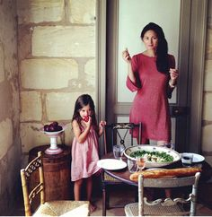 Mimi Thorisson and daughter Louise Mimi Thorisson, Picnic Dinner, Elements Of Style, Square Photos, French Country Style, Parisian Chic, Mother And Child, Best Mom, Annie Leibovitz