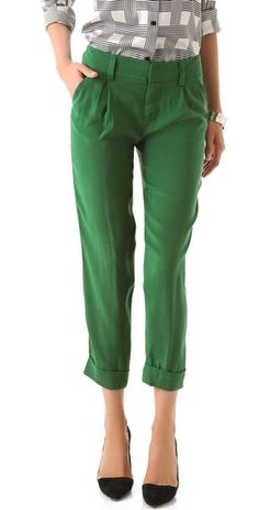 Love this! Everyone needs a pair of kelly green pants, i have two and i can't wear them enough.