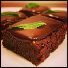 10-Minute Raw Chocolate Mint Slice with Chocolate Ganache. Do you love mint like me? Come here!  There's half a cups worth of mint leaves in this! Ah the smell of cool mint...