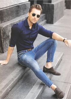 Men Clothing Simple summer outfit inspiration perfect for a date night with a navy button up shirt rolled up sleeves light wash skinny denim no show socks brown suede cap toe shoes watch sunglasses. Casual Dresses, Casual Outfits, Men Casual, Traje Casual, Urban Fashion, Mens Fashion, Outfits Hombre, Herren Style, Simple Summer Outfits