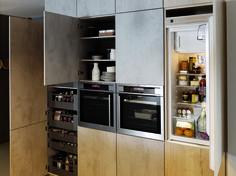 Petite cuisine avec placards discrets