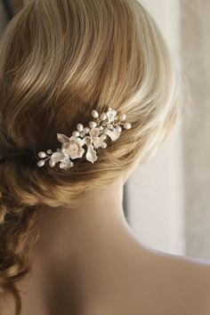 Bridal hair comb.Wedding hair comb. Pearl hair par ShesAccessories, $59.95