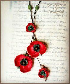 Poppies, long necklace in polymerclay Flowers Papaveri, collana lunga in pasta sintetica  Fimo Flower. Info https://www.facebook.com/La-stanza-dei-Ciappini-505722409528909/