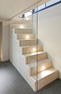 House in Madalena / Castanheira & Bastai Arquitectos Associados House Staircase, Interior Staircase, Staircase Design, Spencer House, Architects London, Stair Handrail, Floor Layout, Street House, Stairways