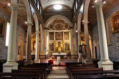 The blue-tiled church of Santa Maria in Óbidos, Portugal | Wanderlusting 4 Life #portugal #obidos #bluetile