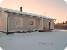 Talvinen kuva talostamme