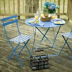 love these french bistro chairs!