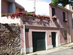 Casa Rosa Bortigali Casa Rosa offers pet-friendly accommodation in Bortigali, a 40-minute drive from Bosa.  Every room is fitted with a private or shared bathroom with free toiletries. Casa Rosa features free WiFi throughout the property.