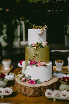 Casamento Romântico e Florido ao ar livre – Debie