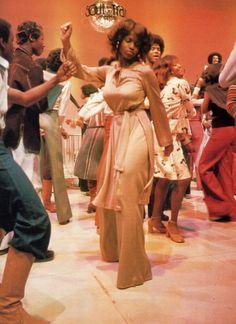 Dancers on Soul Train. Get it girl...