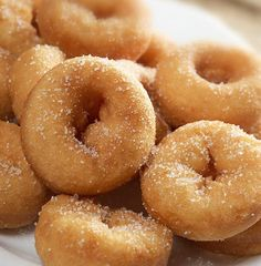 There's No Doubt Sugary Mini Donuts Are My Favorite Minnesota State Fair Food Baked Mini Donuts Recipe, Mini Donut Recipes, Baked Doughnuts, Pan Dulce, Köstliche Desserts, Delicious Desserts, Dessert Recipes, Yummy Food, Pork Rind Recipes