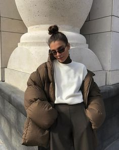 Puffer Jacket How To Style Winter Outfit Ideas Neutral Style Fashion Inspo Mode Outfits, Fall Outfits, Fashion Outfits, Womens Fashion, Fashion Trends, Fashion Ideas, Summer Outfits, Fashion Tips, Fashion Clothes